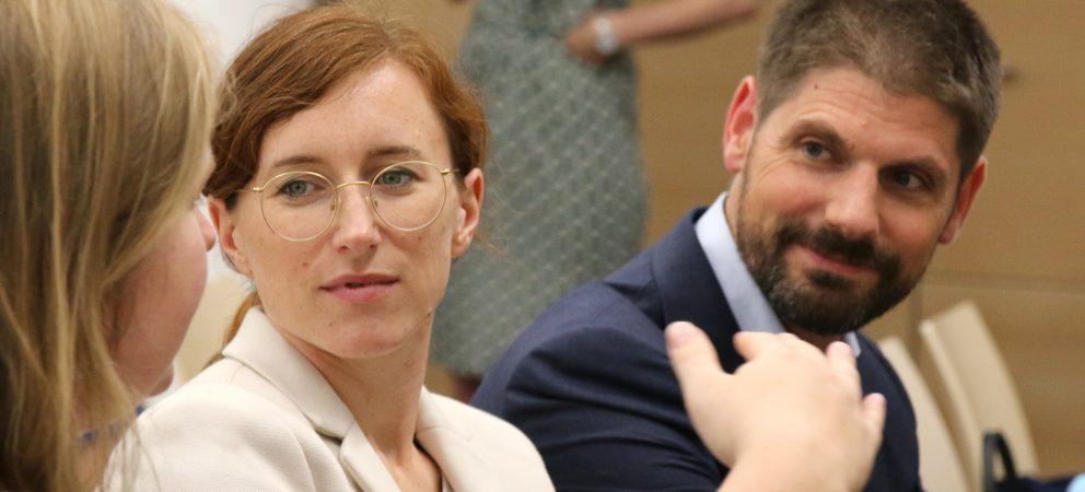 Von Pflegerobotern und künstlicher Intelligenz: Experten diskutieren in München