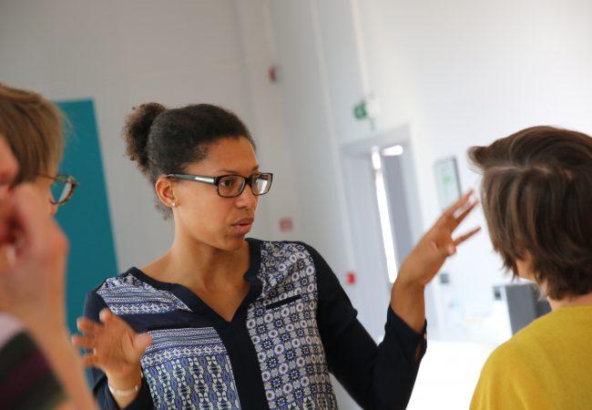 Laura Diop im Gespräch mit Diskursteilnehmer*innen, Copyright: Sebastian Haas